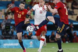 Lewandowski tỏa sáng, Tây Ban Nha đánh rơi chiến thắng trước Ba Lan