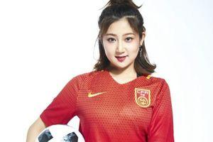 Hot girl Trung Quốc cổ vũ đội nhà lọt vào vòng bảng 3 World Cup