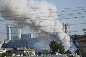 Hình ảnh nhà kho chứa 15 tấn pháo hoa bùng nổ ở trung tâm Moscow