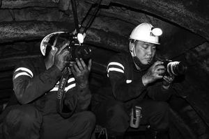 Tác nghiệp dưới độ sâu 300 mét: Xuống 'âm phủ' có gì hay?