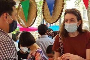 Vải thiều Việt Nam hút người tiêu dùng Pháp