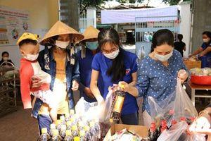 'Chợ 0 đồng' Ninh Kiều ở Trường Tiểu học Ngô Quyền