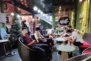 Bất chấp lệnh cấm, một quán karaoke ở Cao Bằng vẫn mở cửa đón khách