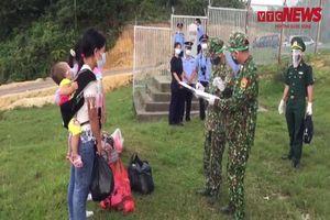 Người dân biên giới cùng bộ đội biên phòng phòng chống dịch COVID-19