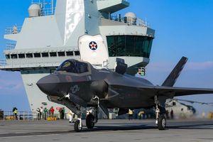 Máy bay Mỹ lần đầu cất cánh chiến đấu từ tàu Anh sau gần 80 năm