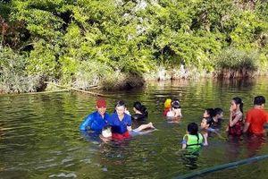 Để không còn nỗi đau đuối nước: Ngăn suối dạy trẻ học bơi