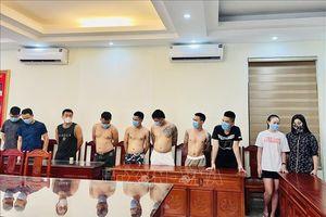 Bắt giữ 10 đối tượng sử dụng ma túy trong khách sạn Phù Đổng