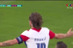 Tuyệt phẩm 'Trivela' của Luka Modric vào lưới Scotland