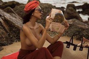 Diện bikini hở bạo xưa rồi, sao nữ này còn mê 'thả rông' bán nude khoe trọn trái đào tiên