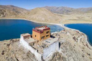 Ngôi đền chỉ có một nhà sư ở Tây Tạng