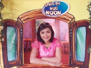 Chị gái của Hòa Minzy hóa ra là 'chị Kính Hồng' nổi tiếng trên VTV, cuộc sống khá bình lặng nhưng trình độ học vấn thì đúng là quá nể