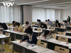 Thầy giáo người Nhật Bản 80 tuổi thi năng lực tiếng Việt