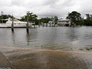 Hiện trường đâm xe kinh hoàng vì mưa bão ở Mỹ, nhiều người chết