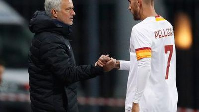 HLV Mourinho cam kết gắn bó lâu dài với AS Roma