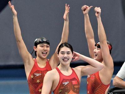 Sau ngày thi đấu 29/7, Đoàn Thể thao Trung Quốc cùng có 15 HCV như Nhật Bản, nhưng xếp trên nhờ nhiều HCB hơn.