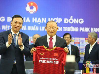 Thầy Park vừa úp mở chuyện hợp đồng với bóng đá Việt Nam, VFF tính thế nào khi 'nhiệm kỳ' thứ 2 của thuyền trưởng người Hàn Quốc đáo hạn vào đầu năm 2022.
