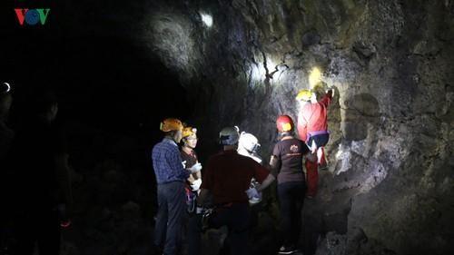 Chuyên gia UNESCO thẩm định quần thể hang động núi lửa Krông Nô