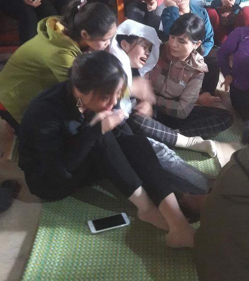 Hà Tĩnh: Nữ sinh bỏ thi về chịu tang bố được đặc cách tốt nghiệp