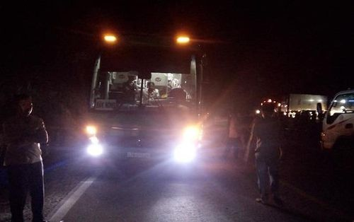 Xe máy va chạm kinh hoàng với xe khách, 2 thiếu nữ tử vong