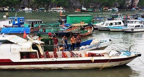 Tàu cá không đăng kiểm tông tàu cao tốc tung nóc