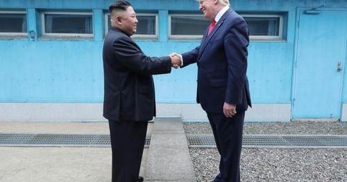 Phản ứng bất ngờ của ông Trump trước vụ Triều Tiên phóng tên lửa