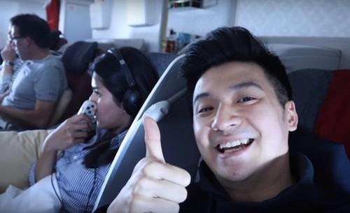 YouTuber đối mặt án tù vì đăng ảnh thực đơn viết tay trên máy bay