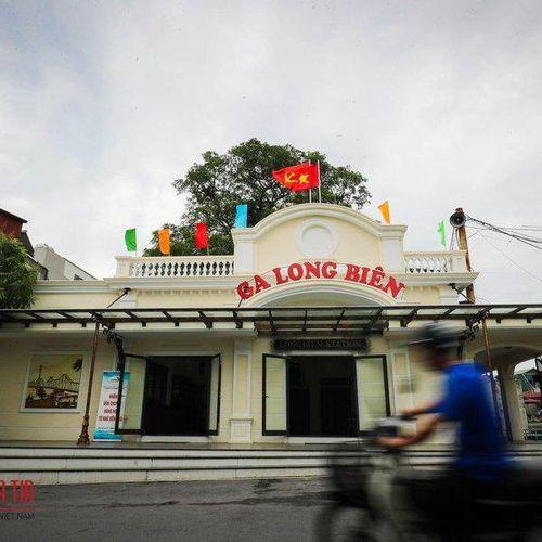 Ngỡ ngàng trước diện mạo mới của ga Long Biên