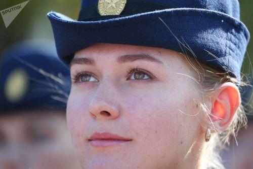 Nữ sinh trường không quân Nga hút hồn trong ngày khai giảng