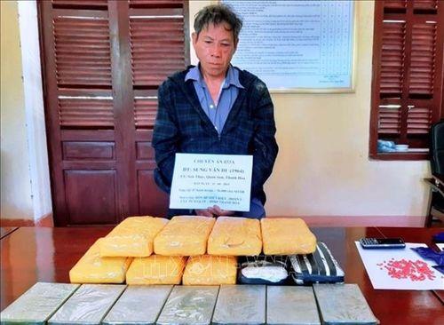 Bắt đối tượng vận chuyển 7 bánh heroin, 56.000 viên ma túy tổng hợp