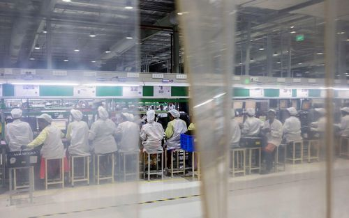 'Đội quân' công nhân nữ sản xuất iPhone tại Ấn Độ với đồng lương đủ mua 3 bát phở mỗi ngày