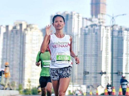 Tiền Phong Marathon 2020: 'Kenya' Chi Nguyễn trở lại đường đua
