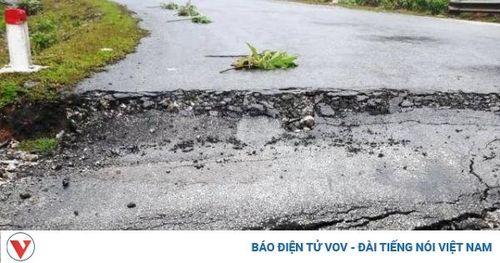 Xuất hiện vệt nứt lớn, sụt lún kéo dài tại con dốc nguy hiểm bậc nhất Nghệ An