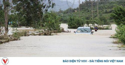 Số người chết do mưa lũ đã tăng lên 64 người, còn 5 người đang mất tích