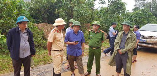 Khắc phục giao thông tiếp cận hiện trường vụ sạt lở đất nơi Đoàn Kinh tế Quốc phòng 337 đóng quân