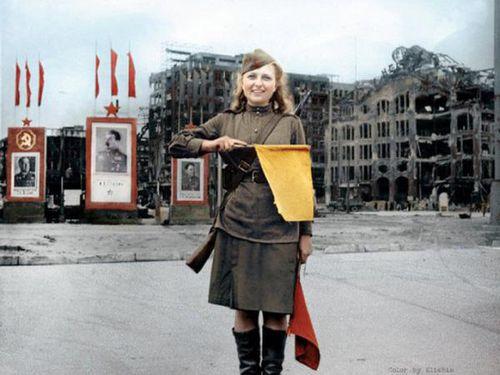 Ảnh màu hiếm về nữ hồng binh Liên Xô trong Thế chiến II