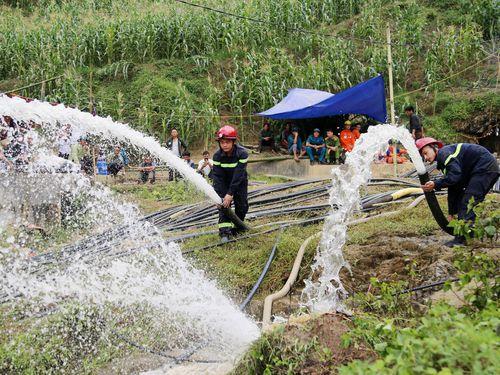 Toàn cảnh 10 ngày tìm kiếm nạn nhân bị mắc kẹt trong hang ở Si Ma Cai