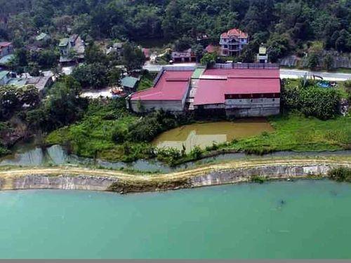 Địa ốc 7AM: Dãy nhà 'nguy khốn' bên bờ sông ở Hà Giang, nửa đời khốn khổ đi xin cấp sổ đỏ