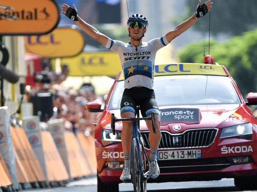 Tour de France: Trentin thắng chặng 17, Alaphilippe vẫn an toàn trước khi lao vào dãy Alpes