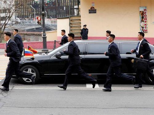 Con đường bí ẩn của những chiếc xe sang tới Triều Tiên