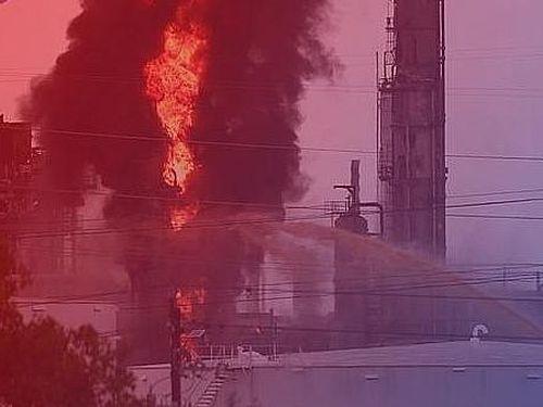 Cháy lớn tại nhà máy lọc dầu 100 tuổi của Exxon Mobil ở Texas