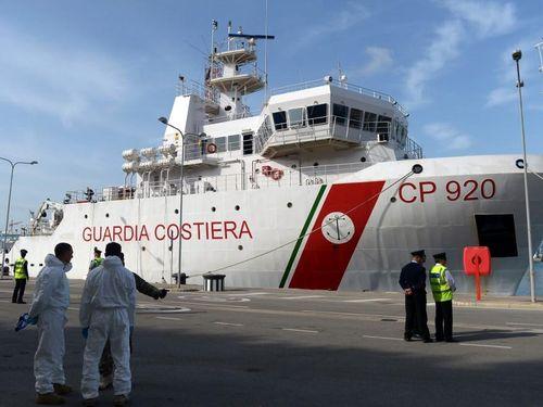 Italy cho phép 116 người di cư bị mắc kẹt trên tàu Gregoretti lên bờ