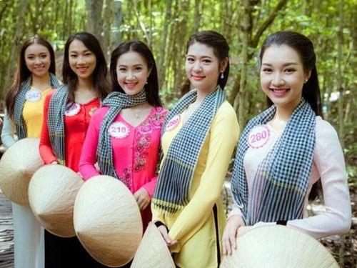 Trình diễn trang phục áo bà ba tại Lễ hội Dừa Bến Tre