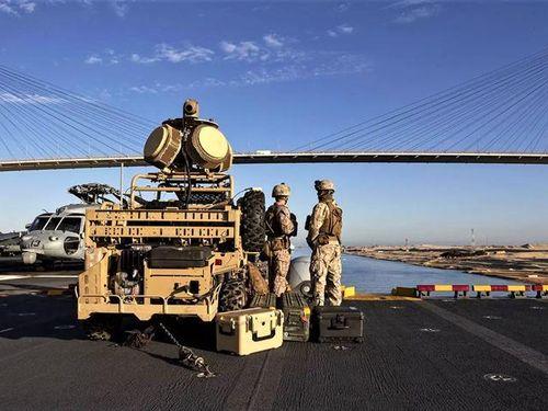 Thấy gì qua việc tàu chiến Mỹ dễ dàng bắn hạ máy bay Iran?