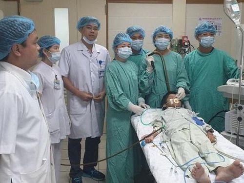 Nghẹt thở ca phẫu thuật lấy dị vật nằm 1 tháng trong phế quản bé 10 tuổi