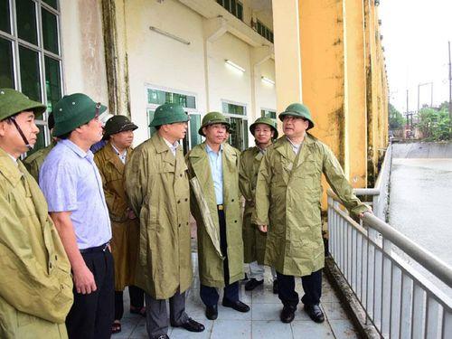 Bí thư Thành ủy Hoàng Trung Hải kiểm tra công tác vận hành 3 trạm bơm tiêu thoát nước của Hà Nội
