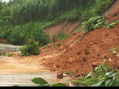 Nhiều tuyến đường ở Bắc Giang vẫn bị chia cắt, thiệt hại khoảng 1 tỷ đồng