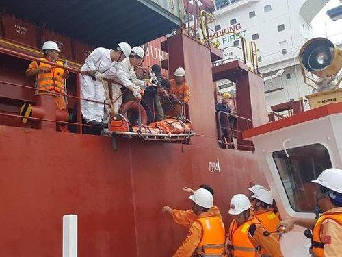 Cứu nạn khẩn cấp một thuyền viên Philippines bị tai biến