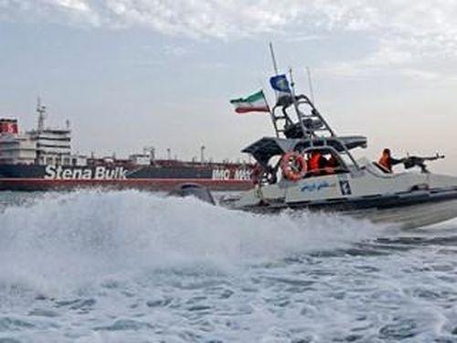 Iran bắt tàu nước ngoài, tịch thu 700.000 lít dầu trên Eo biển Hormuz