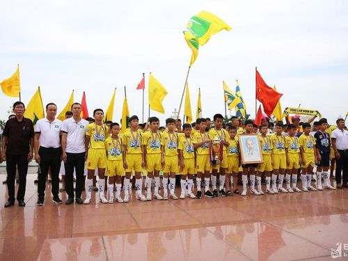Sông Lam Nghệ An tưng bừng đón đội Nhi đồng vô địch