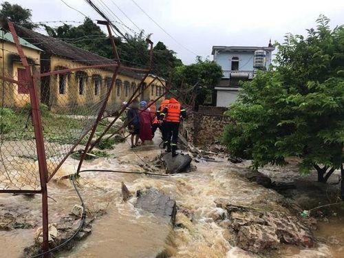Công an các tỉnh trắng đêm nỗ lực giúp dân khắc phục hậu quả bão số 3